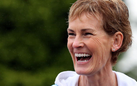 Judy Murray Gets Social